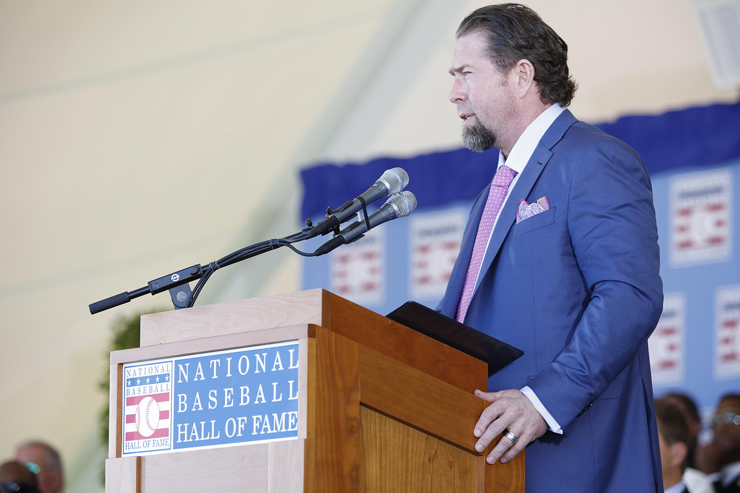 Jeff Bagwell spoke about the influence his parents had on his baseball career during the 2017 <em>Induction Ceremony</em>. (Milo Stewart Jr. / National Baseball Hall of Fame and Museum)