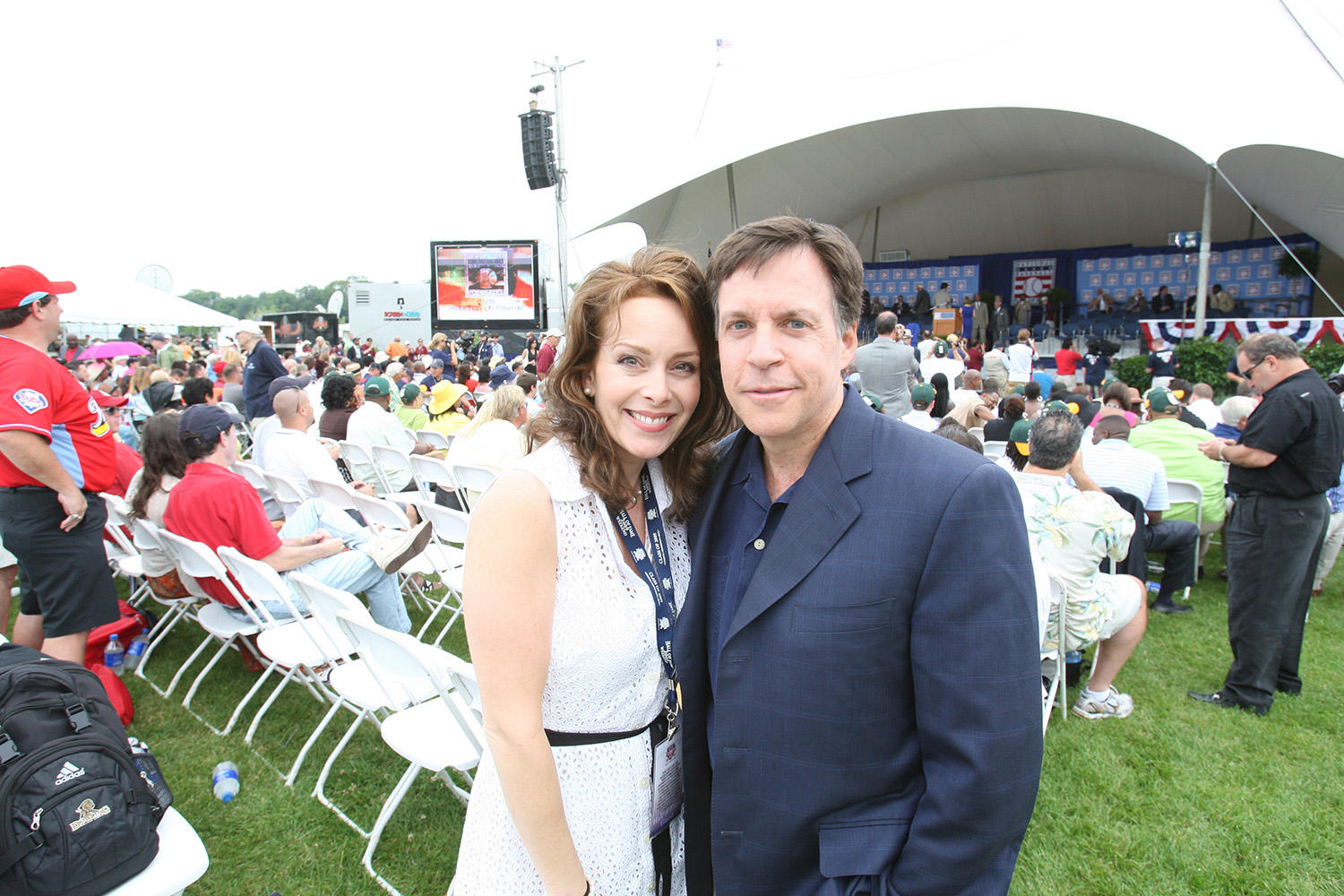 Bob Costas poses with his wife Jill Sutton at the 2009 <em>Induction Ceremony</em> during Hall of Fame Weekend. (Bill Greenblatt/National Baseball Hall of Fame and Museum)