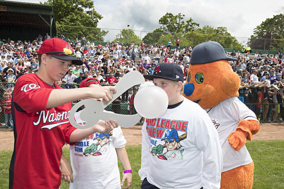 Young fans participate in the Big League Chew-sponsored bubble gum blowing contest during the 2017 Hall of Fame Classic legends game (Jean Fruth / National Baseball Hall of Fame and Museum)