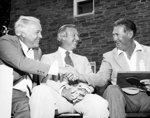 Duke Snider, left, shakes the hand of Ted Williams while seated with Al Kaline at the 1980 Hall of Fame <em> Induction Ceremony </em>. (National Baseball Hall of Fame and Museum)