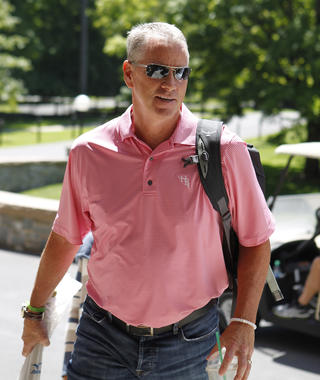 Tom Glavine arrives in Cooperstown for Hall of Fame Weekend 2016. (Larry Brunt/National Baseball Hall of Fame and Museum)