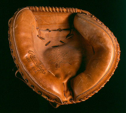 Catcher's mitt used by Johnny Bench of the Reds in the 1980 and 1981 seasons - B-239.82  (Milo Stewart Jr./National Baseball Hall of Fame Library)