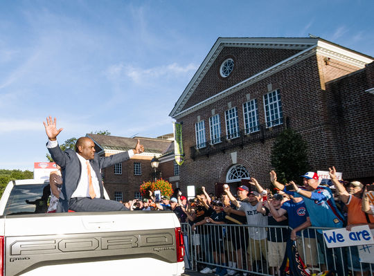 Tim Raines waves to fans lined up on Main Street in Cooperstown during the 2017 <em>Parade of Legends</em>. (By Traveling Photographer Jean Fruth / National Baseball Hall of Fame and Museum)