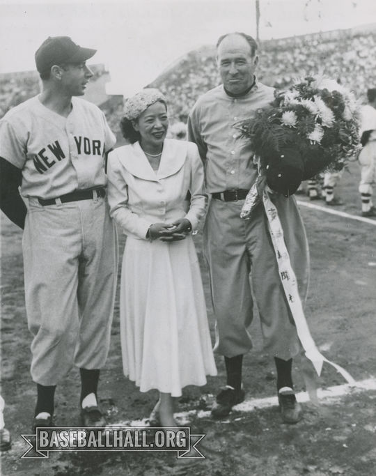 """Lefty O'Doul poses with Joe DiMaggio and a female representative of Japan in 1951. <a href=""""https://collection.baseballhall.org/PASTIME/lefty-odoul-and-joe-dimaggio-posing-japan-photograph-1951-october-27-0"""">PASTIME</a> (National Baseball Hall of Fame and Museum)"""