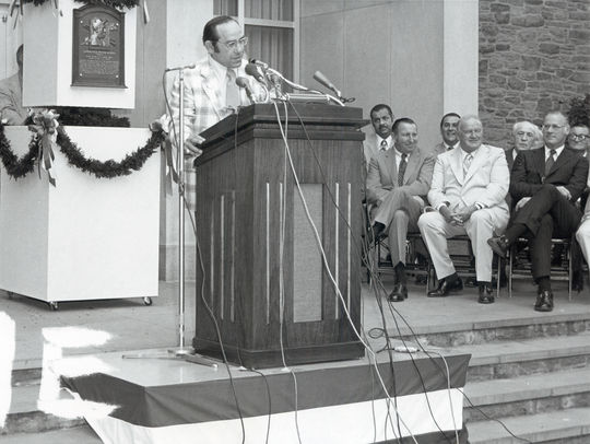 Yogi Berra delivers his speech during the 1972 Hall of Fame Induction Ceremony. (National Baseball Hall of Fame and Museum)