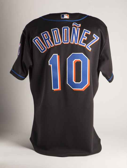 A 2001 Mets jersey worn by shortstop Rey Ordóñez illustrates the use of accents on big league jerseys. (Milo Stewart Jr./National Baseball Hall of Fame and Museum)
