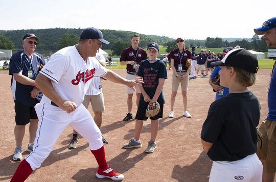 Hall of Famer Jim Thome shows off proper first base form during PLAY Ball with Ozzie Smith on Friday morning of 2019 Hall of Fame Weekend. (Milo Stewart Jr./National Baseball Hall of Fame and Museum)